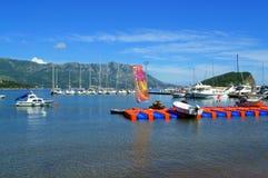 Adriatische Buchtboote, Budva Stockfotos