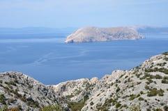 Adriatische felsige Küste in Dalmatien Stockfoto