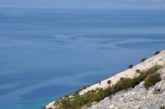 Adriatische felsige Küste in Dalmatien Lizenzfreie Stockbilder