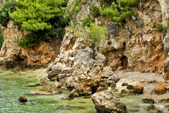 Adriatische Küste nahe durch Tucepi Stockfotos