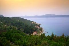 Adriatische Küstenansicht, Kroatien Stockfotos