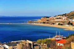 Adriatische Küstenlinie nahe Omis-Stadt Stockfotografie