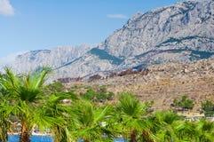 Adriatische Küstenregion in Dalmatien, Kroatien mit weißem, felsigem m Stockbild