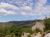 Adriatische Landschaft Tipical mit Ruinen nahe Novi Vinodoski Kroatien Stockbild