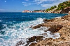 Adriatische Seeküste nahe Dubrovnik Stockbilder