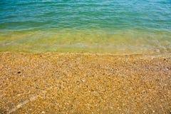 Adriatische Seeküstenansicht Küste von Italien, von sandigem Strand und von Welle, Sommerhintergrund Lizenzfreies Stockfoto