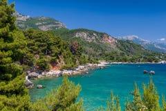 Adriatische Sommertagesseelandschaft Stockfotos