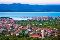Adriatische Stadt der Murter-Buchtvogelperspektive Lizenzfreie Stockfotos
