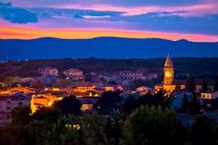 Adriatische Stadt der Pakostane-Abendansicht Stockfotografie