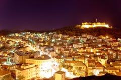 Adriatische Stadt der Sibenik-Nachtansicht Stockfotografie