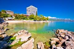 Adriatische Stadt der Strand- und Ufergegendansicht Opatija Stockfotografie