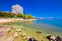 Adriatische Stadt der Strand- und Ufergegendansicht Opatija Lizenzfreie Stockfotos