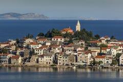 Adriatische Stadt Primosten, Kroatien Lizenzfreie Stockfotos