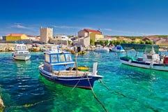 Adriatische Stadt von bunter Ufergegend Razanac Stockfotografie