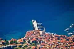 Adriatische Stadt von Komiza-Vogelperspektive Stockbild