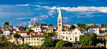 Adriatische Stadt von Losinj-Kirche - Mittelmeerarchitektur Stockbild
