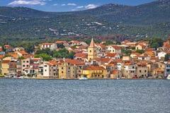 Adriatische Stadt von Pirovac-Ufergegend Stockfotografie