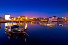 Adriatische Stadt von Razanac an der Dämmerung Lizenzfreies Stockfoto