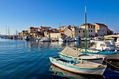 Adriatische Stadt von Tribunj-Ufergegend Stockbilder
