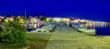 Adriatische touristische Bestimmungsort Petrcane-Ufergegendansicht Stockbilder