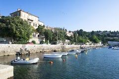Adriatischer Fischereihafen, szenische Ansicht Stockbild