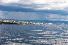 Adriatischer Himmel und Meer des drastischen Meerblicks Lizenzfreies Stockbild