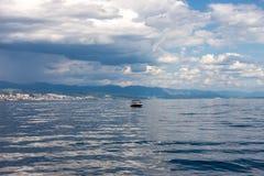 Adriatischer Himmel und Meer des drastischen Meerblicks Lizenzfreies Stockfoto