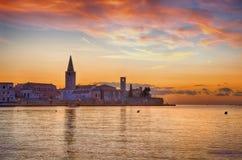 Adriatischer Küstensonnenuntergang, Porec, Kroatien Stockfoto