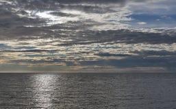 Adriatischer Meerblick bei Sonnenuntergang in Istria, Kroatien Stockbilder