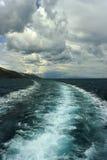 Adriatischer Meerblick mit Schiffsspur Lizenzfreies Stockbild