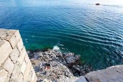 Adriatischer meeres- Strand in der alten Stadt von Dubrovnik, Dalmatien, Kroatien Lizenzfreie Stockbilder