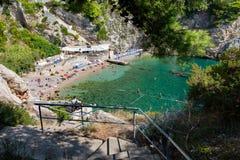 Adriatischer meeres- typischer Strand in Dubrovnik, Kroatien Stockfoto