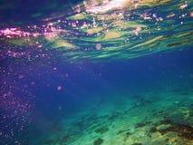 Adriatischer Meeresgrund mit Wellen Stockbild