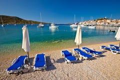 Adriatischer Strand des Türkises in Primosten Lizenzfreie Stockbilder