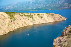 Adriatischer Strand in PAG Stockfotografie