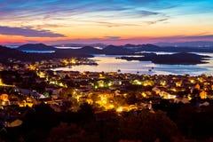 Adriatisches Archipel bei Sonnenuntergang von Murter-Insel Stockbild