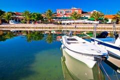 Adriatisches Dorf der bunten Ufergegendansicht Bibinje Stockfotografie