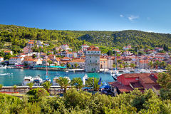 Adriatisches Dorf des Jachthafens nahe Trogir Stockbild