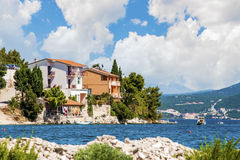 Adriatisches Dorf nahe aufgespaltet, Kroatien Lizenzfreies Stockfoto
