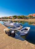 Adriatisches Dorf Ufergegend-Vertikalenansicht Bibinje der bunten Stockbilder