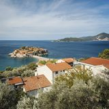 Adriatisches historisches Dorf von Sveti Stefan Stockfotos