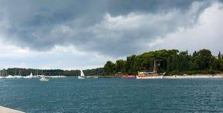 Adriatisches Meer bei Rovigno, Kroatien Stockbilder