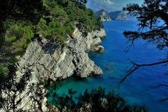 Adriatisches Meer, felsige Küste, saubere Himmellandschaft der Mittelmeerregion, Montenegro Lizenzfreies Stockfoto
