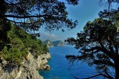 Adriatisches Meer, felsige Küste, saubere Himmellandschaft der Mittelmeerregion, Montenegro Lizenzfreie Stockbilder