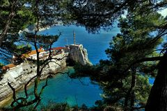 Adriatisches Meer, felsige Küste, saubere Himmellandschaft der Mittelmeerregion, Montenegro Lizenzfreie Stockfotos
