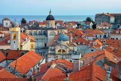 Adriatisches Meer mit alter Stadt und Kirche Dubrovnik St. Blaise Lizenzfreie Stockbilder