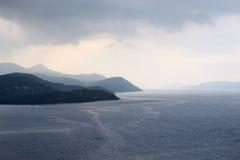 Adriatisches Meer mit Regenwolken Lizenzfreie Stockfotos