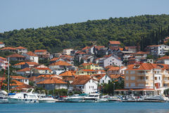 Adriatisches Meer Ppromenade mit Booten Stockbilder
