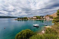 Adriatisches Meer, Radalj - kleines Dorf nahe gelegenes Dubrovnik, Kroatien Lizenzfreie Stockfotos