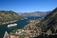 Adriatisches Meer, transparentes Wasser in der Bucht von Kotor Stockbilder